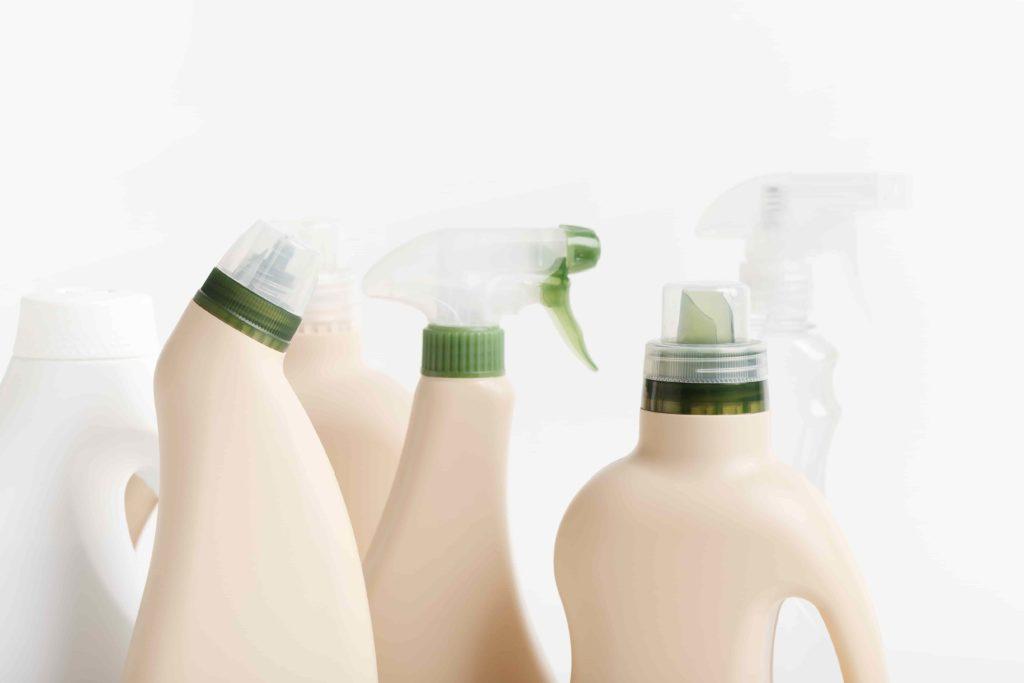 Бутылки с бытовой химией